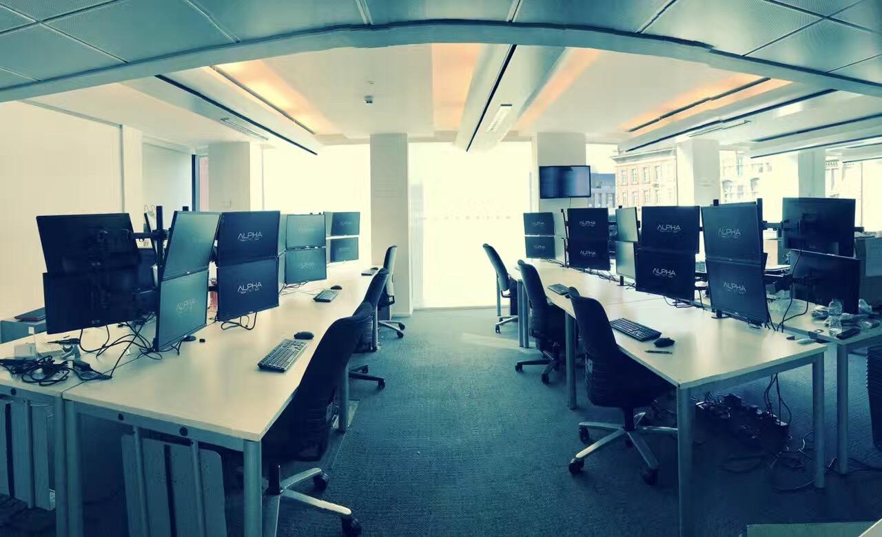 alpha-trader-trading-desks.jpg